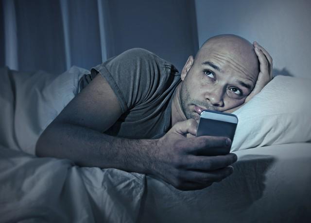 Mải mê vuốt và chạm điện thoại, đến khi giật mình ngẩng lên thì đã quá muộn: Làm thế nào để cai nghiện đây?  - Ảnh 2.