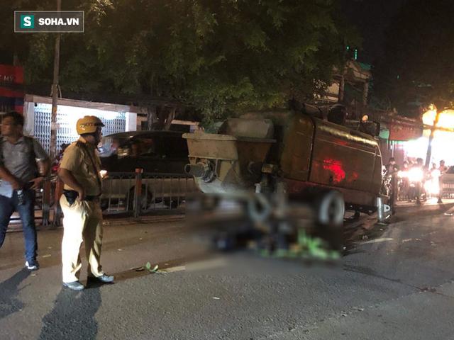 Lao vào xe bơm bê tông đỗ giữa đường, 2 thanh niên đi xe máy ở Sài Gòn tử vong tại chỗ - Ảnh 1.
