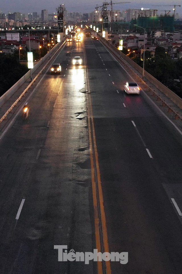 Vì sao cầu Thăng Long rung lắc mỗi khi xe ô tô đi qua? - Ảnh 12.