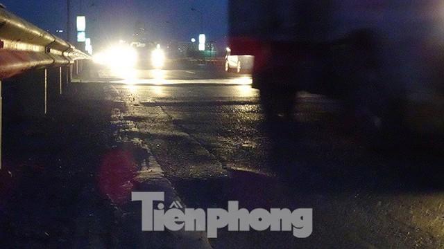 Vì sao cầu Thăng Long rung lắc mỗi khi xe ô tô đi qua? - Ảnh 13.