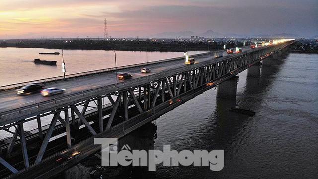 Vì sao cầu Thăng Long rung lắc mỗi khi xe ô tô đi qua? - Ảnh 14.