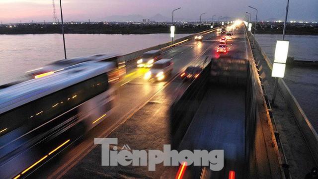 Vì sao cầu Thăng Long rung lắc mỗi khi xe ô tô đi qua? - Ảnh 15.