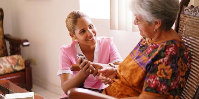 Chia sẻ gây bão của nữ điều dưỡng viên chăm người già tại Úc: Chẳng có gì gọi là việc nhẹ lương cao, đằng sau thu nhập 58.000 USD/năm là nỗi niềm không ai thấy! - Ảnh 2.