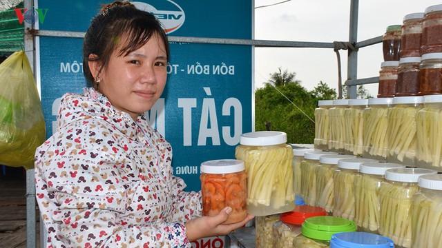 Nông dân Cà Mau kiếm cả trăm triệu mỗi năm nhờ cây bồn bồn - Ảnh 2.