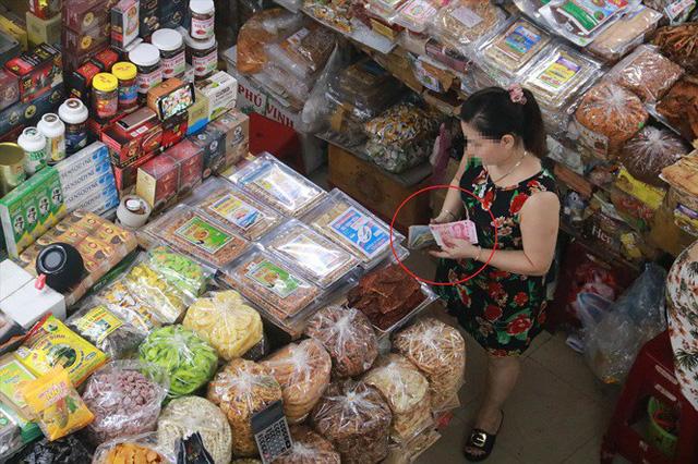 Đà Nẵng: Công khai mua bán bằng đồng Nhân dân tệ - Ảnh 1.