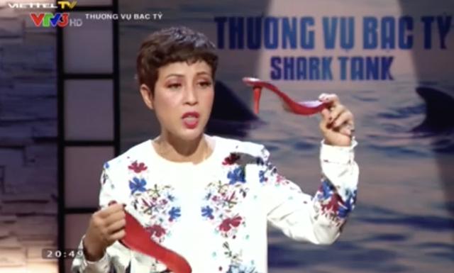 Hoa guốc: Từ bi kịch bị câm trong 4 năm, phá sản vì mang tiền vay ngân hàng đi làm dịch vụ đảo nợ đến cảm xúc vỡ oà khi Shark Việt chấp nhận giải cứu - Ảnh 1.