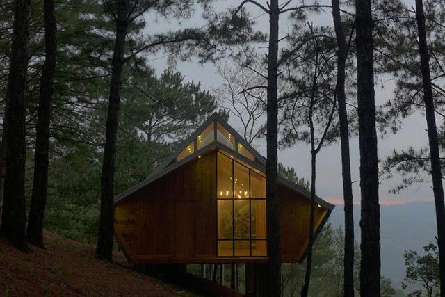 Nhà gỗ ghé lưng đồi, lãng mạn trong thung lũng trong sương Đà Lạt - Ảnh 2.