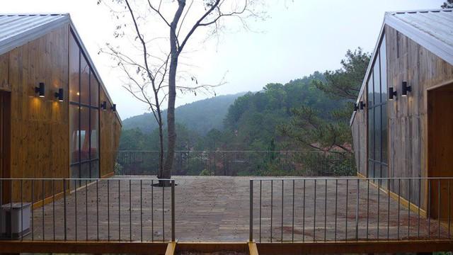 Nhà gỗ ghé lưng đồi, lãng mạn trong thung lũng trong sương Đà Lạt - Ảnh 3.