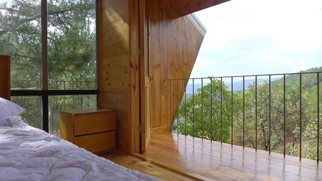 Nhà gỗ ghé lưng đồi, lãng mạn trong thung lũng trong sương Đà Lạt - Ảnh 7.