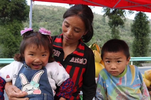 Những đứa trẻ bị bỏ rơi ở Trung Quốc khi bố mẹ ra thành phố mưu sinh: Trầm cảm vì tổn thương, rủ nhau tìm đến cái chết - Ảnh 1.