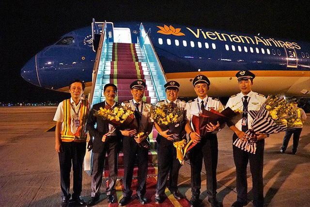 Máy bay lớn nhất Việt Nam đáp xuống Nội Bài - Ảnh 2.