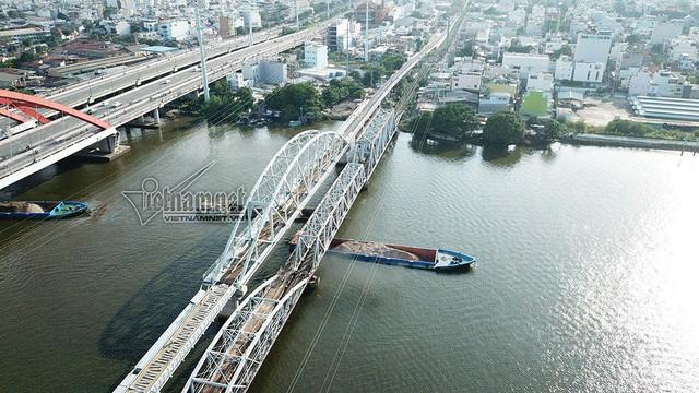 Ngắm từ trên cao cầu đường sắt 117 năm tuổi ở Sài Gòn sắp tháo dỡ - Ảnh 2.