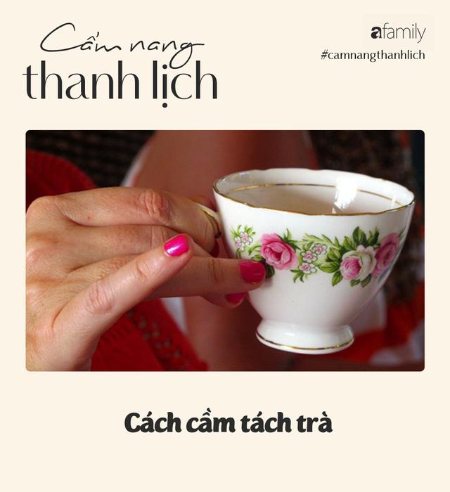 Uống trà, cà phê hay rượu vang nhiều, các nàng đã biết cách cầm cốc đúng cách sao cho thanh lịch chưa? - Ảnh 1.