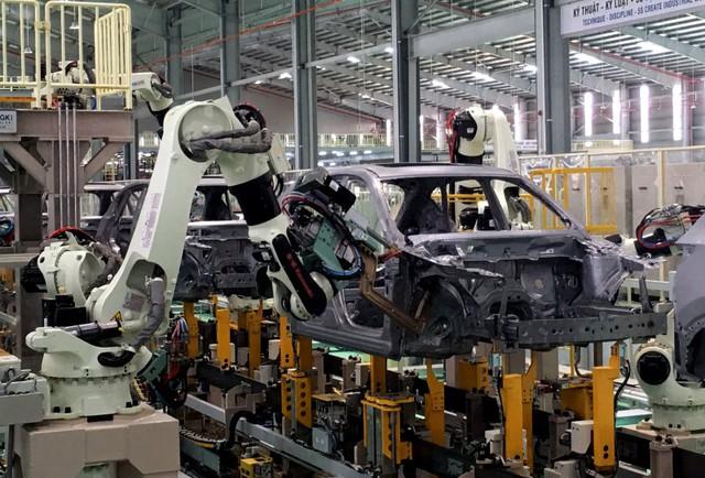 Ưu đãi lớn, ô tô Việt Nam giảm giá mạnh - Ảnh 1.