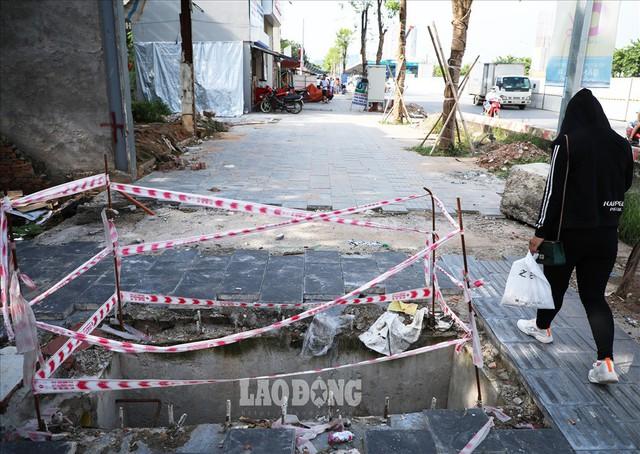Những chiếc bẫy trên tuyến đường 3.000 tỉ ở Hà Nội - Ảnh 2.