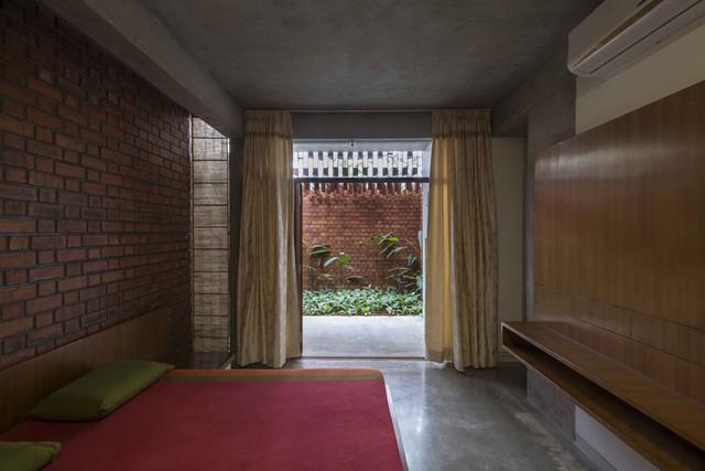 Bỏ quên nắng nóng sau lưng với ngôi nhà bằng gạch nung - Ảnh 12.