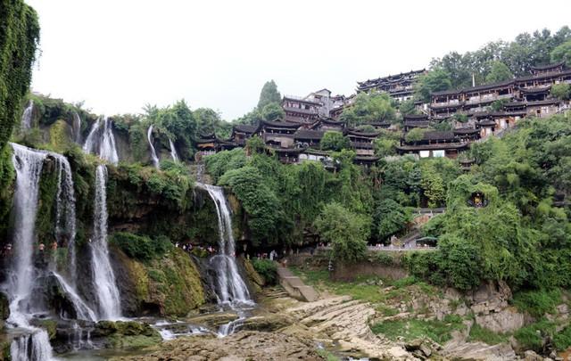 50 ngàn khách Việt, nhẵn túi khi đến Phượng Hoàng cổ trấn - Ảnh 5.