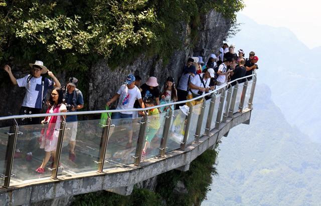 50 ngàn khách Việt, nhẵn túi khi đến Phượng Hoàng cổ trấn - Ảnh 8.