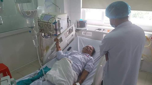 6 bệnh nhân sốc khi chạy thận tại Nghệ An, hơn 130 người phải chuyển viện - Ảnh 1.