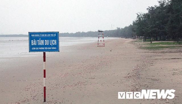 Hình ảnh mới nhất tại Quảng Ninh và Hải Phòng trước giờ bão số 3 đổ bộ - Ảnh 2.