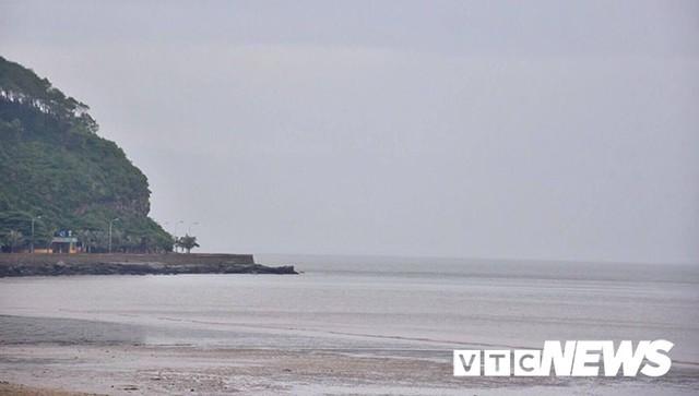 Hình ảnh mới nhất tại Quảng Ninh và Hải Phòng trước giờ bão số 3 đổ bộ - Ảnh 12.