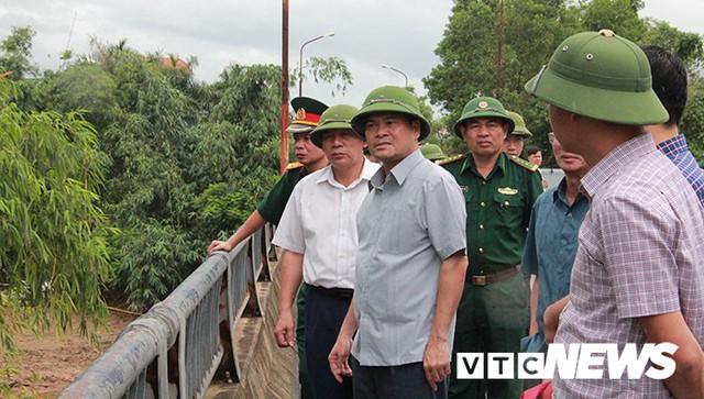 Hình ảnh mới nhất tại Quảng Ninh và Hải Phòng trước giờ bão số 3 đổ bộ - Ảnh 3.