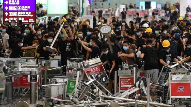 Hệ lụy biểu tình kéo dài, khách Hong Kong đến Việt Nam giảm mạnh - Ảnh 3.