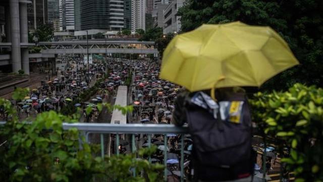 Hệ lụy biểu tình kéo dài, khách Hong Kong đến Việt Nam giảm mạnh - Ảnh 2.
