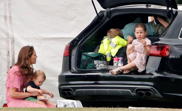 Được cả thế giới ngưỡng mộ cách nuôi dạy con, thì ra Công nương Kate áp dụng triệt để phương pháp từ một người nổi tiếng khác - Ảnh 1.