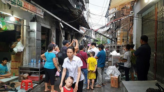 Nổ bình gas mini thiêu rụi 6 ki ốt cùng nhiều xe máy ở Sài Gòn - Ảnh 2.