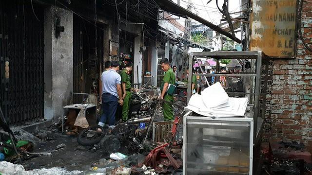 Nổ bình gas mini thiêu rụi 6 ki ốt cùng nhiều xe máy ở Sài Gòn - Ảnh 3.