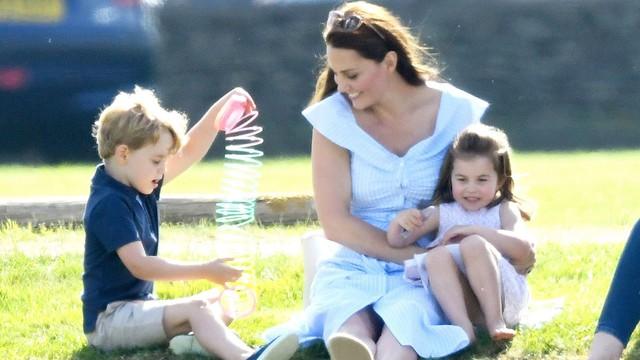 Được cả thế giới ngưỡng mộ cách nuôi dạy con, thì ra Công nương Kate áp dụng triệt để phương pháp từ một người nổi tiếng khác - Ảnh 4.