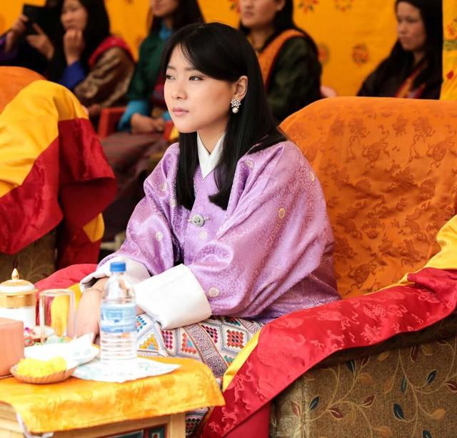 Chân dung thần tiên tỷ tỷ của Hoàng gia Bhutan, nàng công chúa tài sắc vẹn toàn, làm điên đảo cộng đồng mạng trong suốt thời gian qua - Ảnh 4.