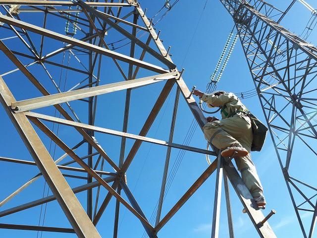 Hàng loạt dự án chậm tiến độ, nguy cơ thiếu điện cận kề - Ảnh 1.