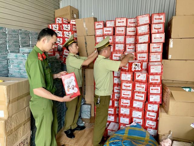 Chặn đứng hơn 1.620 kg bánh dẻo nhãn hiệu Mashu do Trung Quốc sản xuất nhập lậu - Ảnh 1.