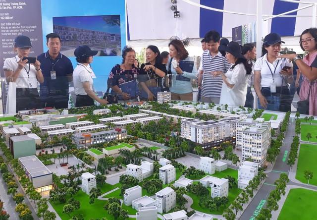 Làn sóng đầu tư bất động sản đổ về vùng đô thị TP.HCM mở rộng, nóng cục bộ ở Đồng Nai, Bình Dương, Bà Rịa Vũng Tàu - Ảnh 1.