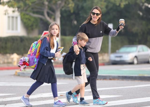 Giàu có, nổi tiếng nhưng các sao Hollywood không hề nuông chiều mà nuôi dạy con nghiêm khắc đến khó tin - Ảnh 15.