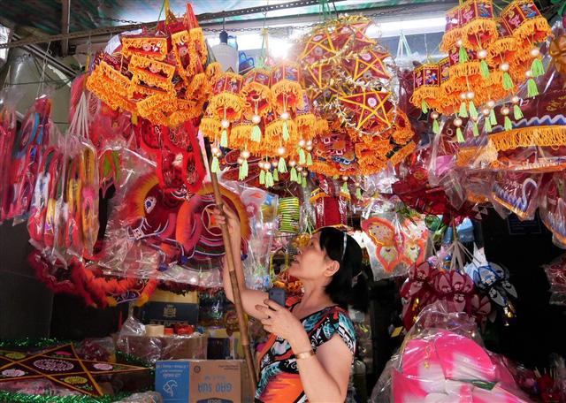 Làng làm đồ chơi ở Sài Gòn bận rộn trước thềm Trung thu - Ảnh 9.
