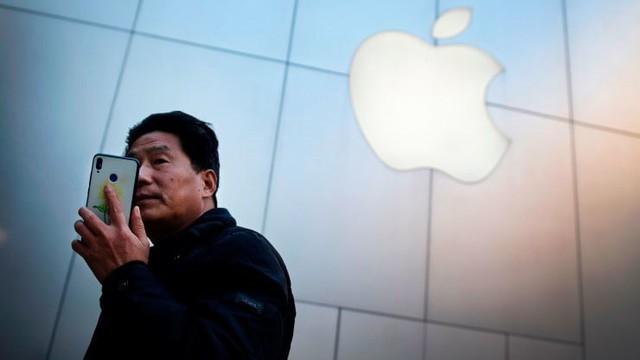 Trump áp thuế 30% với hàng hóa Trung Quốc, cổ phiếu Apple giảm mạnh - Ảnh 1.
