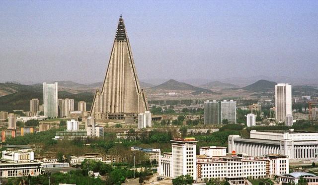 Lạ lùng khách sạn cao nhất Triều Tiên 30 năm hoang lạnh không người - Ảnh 4.