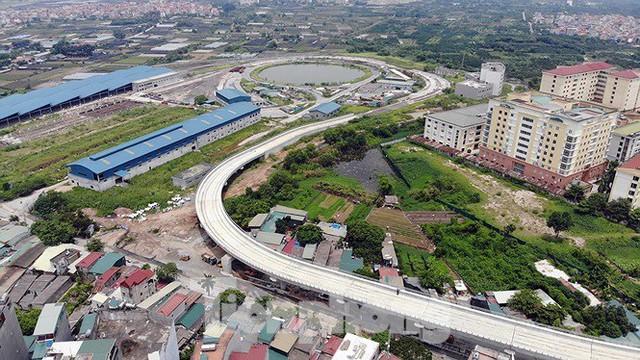 Hình hài đường sắt Nhổn - Ga Hà Nội sau 2 năm chậm tiến độ - Ảnh 2.