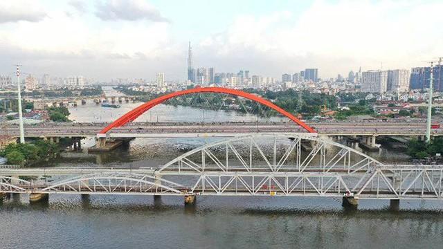 Cầu đường sắt trăm tỷ ở Sài Gòn trước ngày thông xe - Ảnh 1.