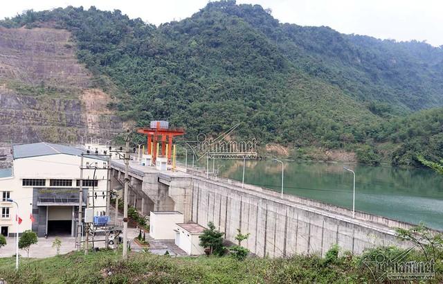 1km sông 3 nhà máy thủy điện, dân thấp thỏm khi mùa mưa lũ về - Ảnh 13.