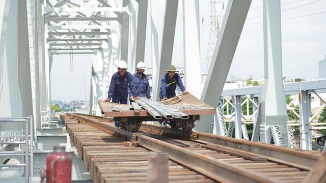 Cầu đường sắt trăm tỷ ở Sài Gòn trước ngày thông xe - Ảnh 12.
