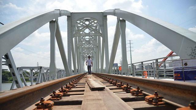 Cầu đường sắt trăm tỷ ở Sài Gòn trước ngày thông xe - Ảnh 3.