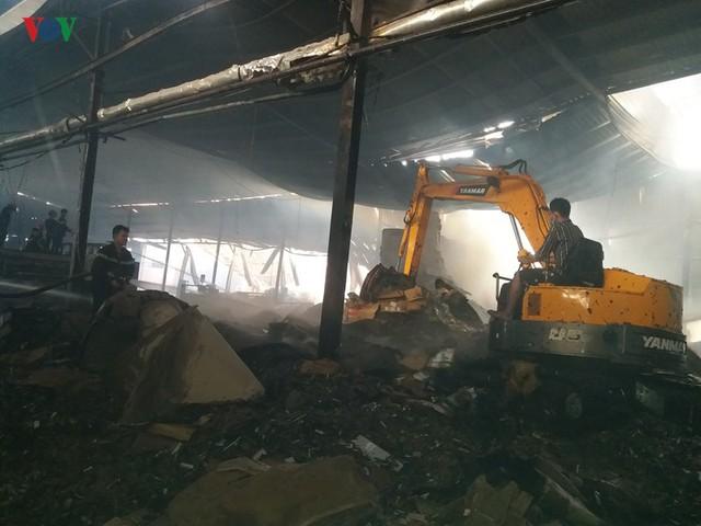 Cháy nhà máy giấy ở Tiền Giang lúc rạng sáng, thiệt hại gần 10 tỷ đồng - Ảnh 4.