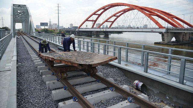 Cầu đường sắt trăm tỷ ở Sài Gòn trước ngày thông xe - Ảnh 4.