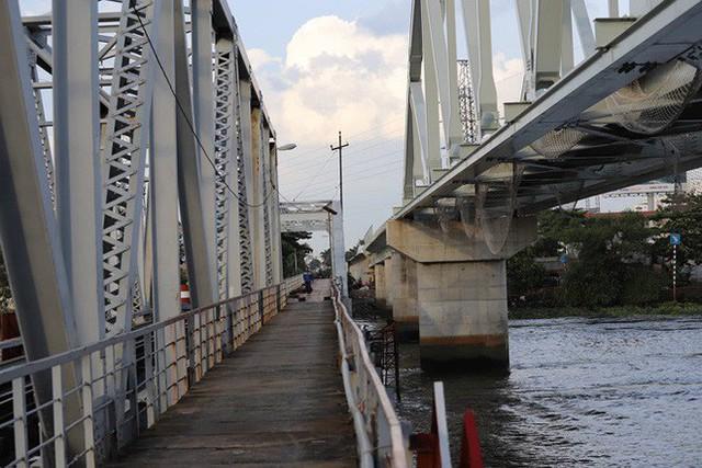 Cầu đường sắt trăm tỷ ở Sài Gòn trước ngày thông xe - Ảnh 5.