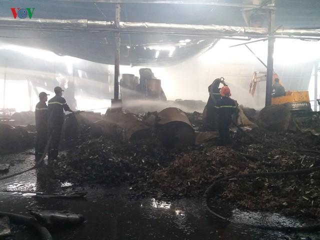 Cháy nhà máy giấy ở Tiền Giang lúc rạng sáng, thiệt hại gần 10 tỷ đồng - Ảnh 6.