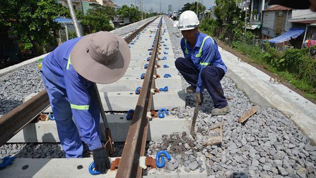 Cầu đường sắt trăm tỷ ở Sài Gòn trước ngày thông xe - Ảnh 6.